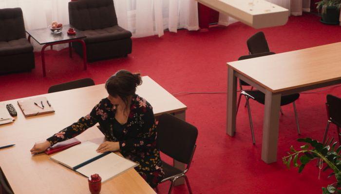 <em>Zbornica</em> Sonje Tarokić u glavnom programu festivala u Karlovim Varimapovezana slika